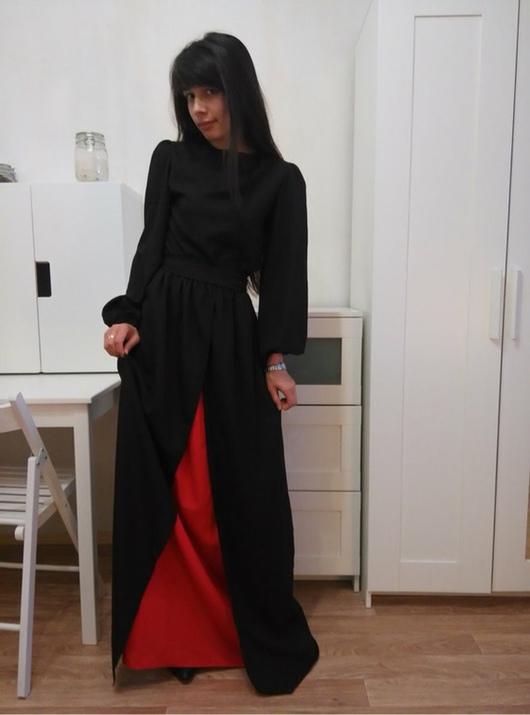 Черное платье с красной вставкой