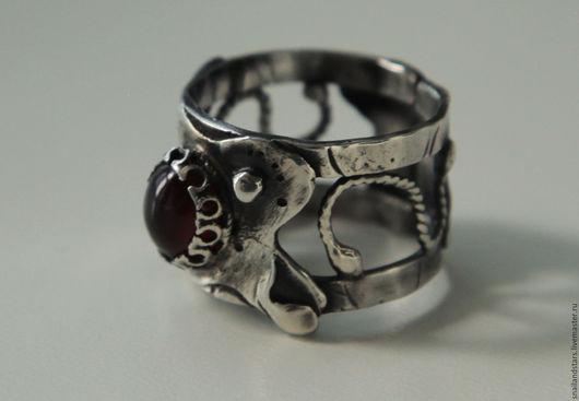 Кольца ручной работы. Ярмарка Мастеров - ручная работа. Купить Серебряное кольцо с гранатом. Handmade. Комбинированный, гранат