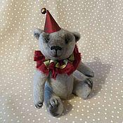 Куклы и игрушки ручной работы. Ярмарка Мастеров - ручная работа Мишка 14 см в новогоднем наряде - в подарочной коробке. Handmade.
