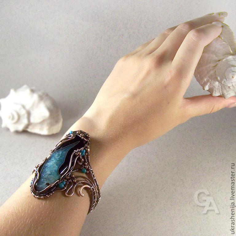 Браслет с проволокой и камнями
