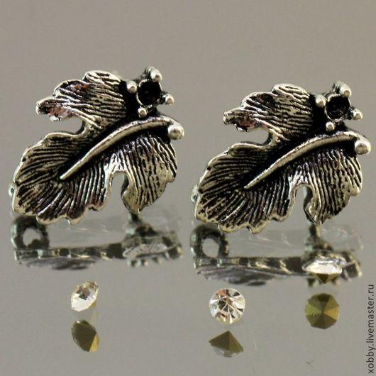 Основа для сережек гвоздиков пуссеты Лист с площадкой для вклеивания стразы или бусины цвета античное серебро с петелькой для крепления подвески