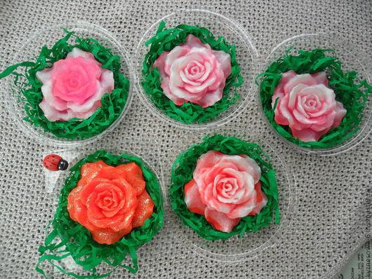 Мыльные розы в индивидуальной упаковке.