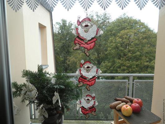 """Подвески ручной работы. Ярмарка Мастеров - ручная работа. Купить Рождественское кружевное пано для окон """"Деды морозы"""". Handmade."""
