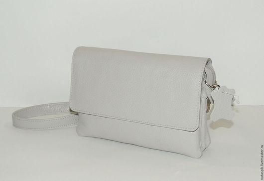 Универсальная сумочка из благородной серой кожи на все случаи жизни.