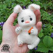 Куклы и игрушки ручной работы. Ярмарка Мастеров - ручная работа Зайка Винки. Карманный заяц тедди. Handmade.