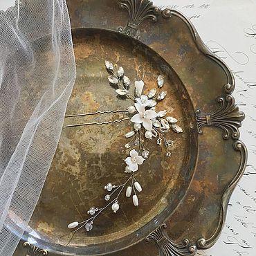 Свадебный салон ручной работы. Ярмарка Мастеров - ручная работа Шпилька с молочными цветами и стразами ручной работы. Handmade.