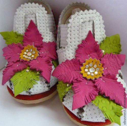 Детская обувь ручной работы. Ярмарка Мастеров - ручная работа. Купить Детские кожаные босоножки Цветочная поляна. Handmade.