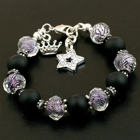 Мужской или женский стильный браслет из черного шунгита и муранского стекла. Браслет собран на ювелирный трос. Можно заказать браслет на свой размер.