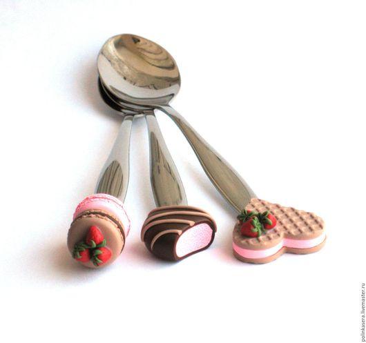 вкусные ложки, сладкие ложки, вкусная ложечка, подарок на любой случай, ложка с декором, макаронс, macarons, подарок ребенку, сладости из полимерной глины, ложка с декором из полимерной глины