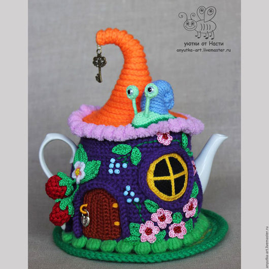 """Кухня ручной работы. Ярмарка Мастеров - ручная работа. Купить Грелка на чайник """"Ягодный домик"""" (с чайником). Handmade."""