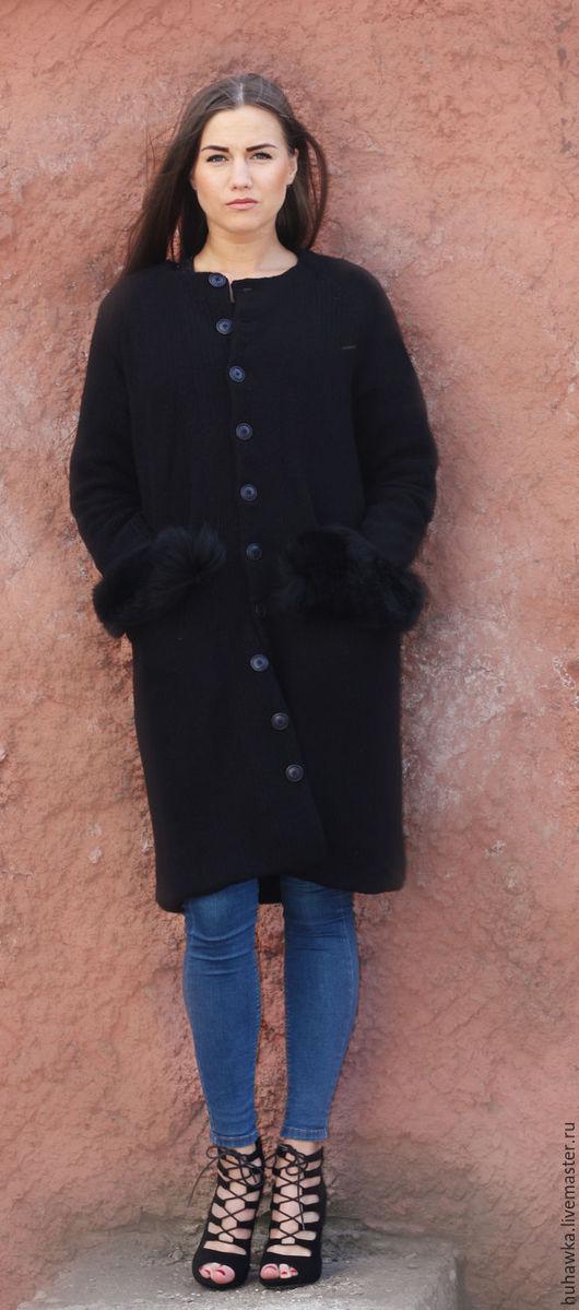 """Верхняя одежда ручной работы. Ярмарка Мастеров - ручная работа. Купить пальто вязаное женское с мехом """"ЧЕРНЫЙ КРОЛИК"""". Handmade."""