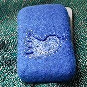 """Сумки и аксессуары ручной работы. Ярмарка Мастеров - ручная работа Чехол для IPhone 4/4S """"Твитти"""" синий, войлок, шелк. Handmade."""