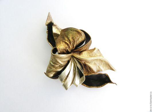 Брошь цветок из кожи Орхидея `Исполнение желаний` золотая Брошь на сумку, пояс, шляпу, пальто, шубу, пиджак, платье, свитер,шарф,шаль, платок, палантин, верхнюю одежду.  Подарок женщине, себе любимой