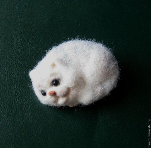 Броши ручной работы. Ярмарка Мастеров - ручная работа. Купить Брошь котик Сёма, сухое валяние. Handmade. Брошь, разноцветный
