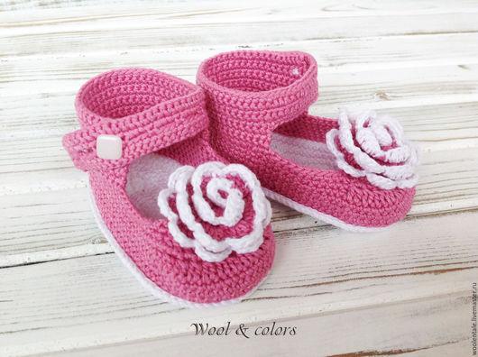 Пинетки туфельки из хлопка будут радовать малышку своим насыщенным цветом, а ножкам не будет жарко во время летних прогулок. Пинетки туфельки купить.