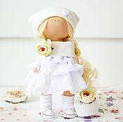 """Куклы и игрушки ручной работы. Ярмарка Мастеров - ручная работа В НАЛИЧИИ - Интерьерная текстильная кукла """"Блондинка в белом платье"""". Handmade."""