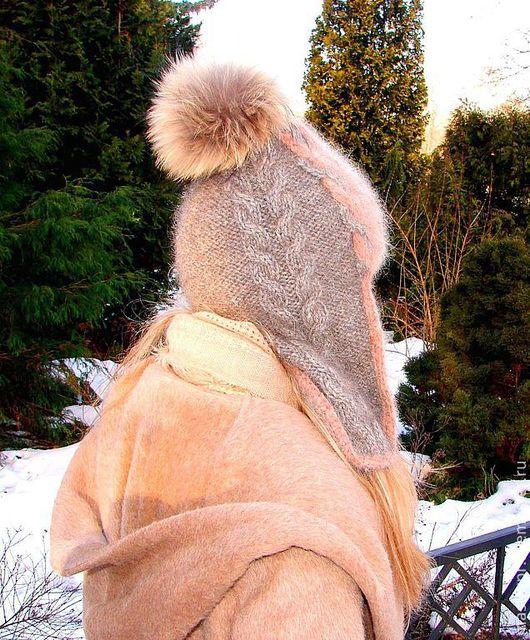 Шапка-шлем вязанная «Клеопатра» Шапка связана из «живой нитки»  Помпон из меха енота