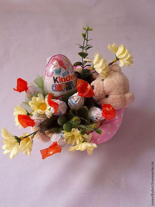 """Букеты ручной работы. Ярмарка Мастеров - ручная работа. Купить Букет из киндеров """"Милый друг"""" (малый) на 8 марта, букет из конфет. Handmade."""
