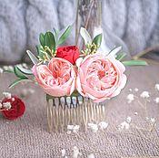 Гребень для прически с персиковыми цветами. Украшение с красной розой