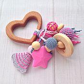Куклы и игрушки ручной работы. Ярмарка Мастеров - ручная работа Буковый грызунок Сердечко с подвесками-погремушками из разных бусин. Handmade.
