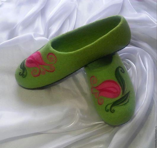 Обувь ручной работы. Ярмарка Мастеров - ручная работа. Купить Тюльпаны. Валяные тапочки.. Handmade. Розовый, валяные тапочки