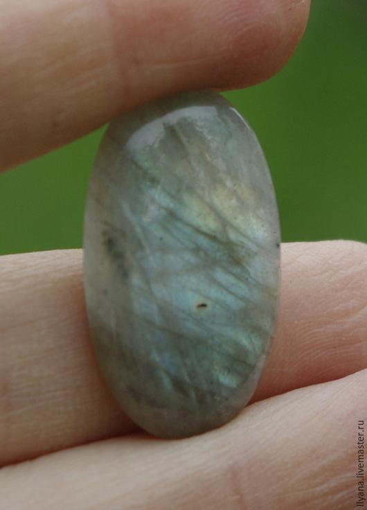 3377 Лабрадорит, 25х15,5х4мм, серебристо-радужный отблеск по всей поверхности, 250руб.