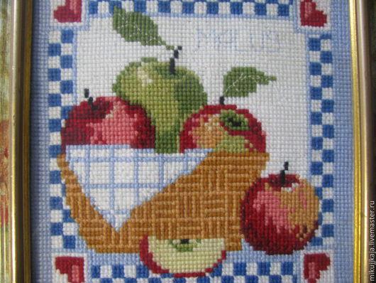 """Натюрморт ручной работы. Ярмарка Мастеров - ручная работа. Купить Картина """" Наливные яблочки"""". Handmade. Голубой, вышивка, яблоки"""