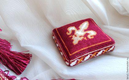 Миниатюрные модели ручной работы. Ярмарка Мастеров - ручная работа. Купить Игольница Королевская лилия (ручная вышивка). Handmade. Бордовый