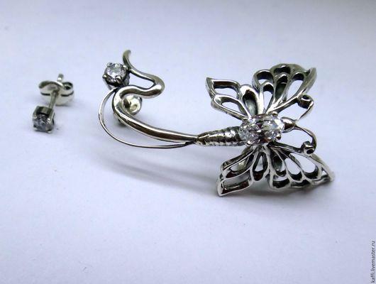 Кафф из серебра 925 пробы Бабочка-2 с фианитами на левое ушко+ гвоздик, на второе ушко.