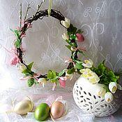 Подарки к праздникам ручной работы. Ярмарка Мастеров - ручная работа Пасхальный веночек с первоцветами. Handmade.