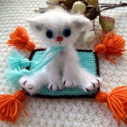 Игрушки животные, ручной работы. Ярмарка Мастеров - ручная работа. Купить Котенок с ковриком. Handmade. Белый, котенок, синтепух