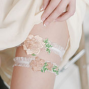 Свадебный салон ручной работы. Ярмарка Мастеров - ручная работа Комплект подвязок для невесты с розами. Handmade.