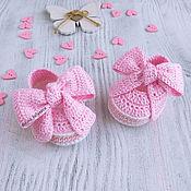 Работы для детей, handmade. Livemaster - original item Pink dressy knit booties sandals for baby girl 3-6 months shoes. Handmade.