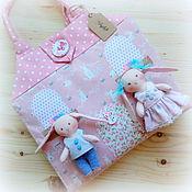 Куклы и игрушки ручной работы. Ярмарка Мастеров - ручная работа Сумочка-домик для зайчиков розовый. Handmade.