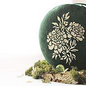 Сумка через плечо ручной работы. Ярмарка Мастеров - ручная работа Женская сумка из натуральной замши круглая зеленая. Handmade.