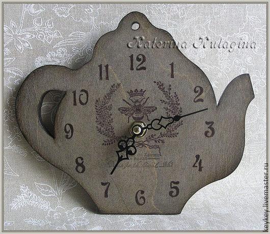 """Часы для дома ручной работы. Ярмарка Мастеров - ручная работа. Купить Часы настенные """"Королевская пчела"""". Handmade. Серый"""