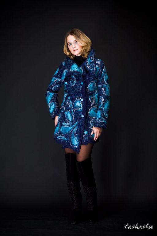 Пальто из войлока ручной работы (шерстьшелк), подклад- шелковая купра, аппликация- натуральная кожа.