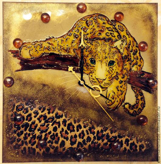 Часы для дома ручной работы. Ярмарка Мастеров - ручная работа. Купить Часы настенные стеклянные с росписью Леопард на ветке. Handmade.