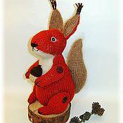 Куклы и игрушки ручной работы. Ярмарка Мастеров - ручная работа Вязаная спицами игрушка белочка. Handmade.