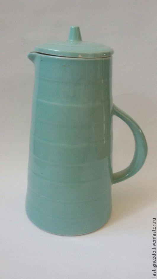 Винтажная ваза `Голубое небо`, СССР, 1960-е гг, глазурованная керамика, выс.- 26 см, обхват тулова -  41 см, имеется скол на крышке, волосяная трещина от горла вниз.