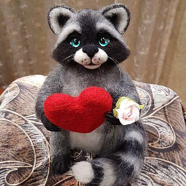 Куклы и игрушки ручной работы. Ярмарка Мастеров - ручная работа Авторская игрушка енот, выполнен из 100% шерсти. Handmade.