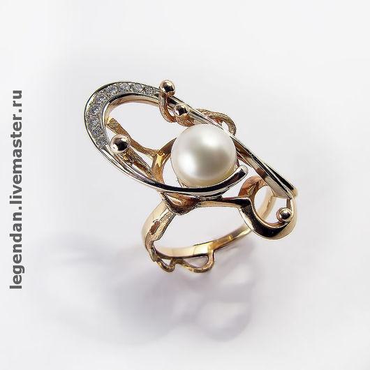 Золотое кольцо c жемчугом и бриллиантами