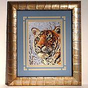 """Картины ручной работы. Ярмарка Мастеров - ручная работа Вышитая картина """"Тигр в зимнем лесу"""". Handmade."""