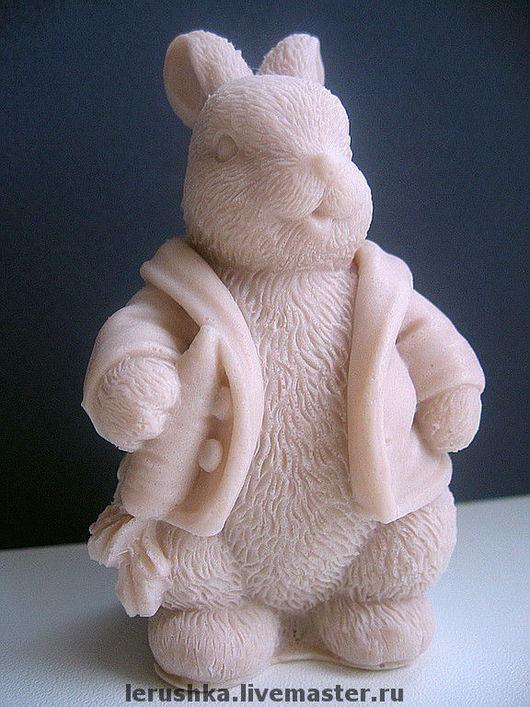 """Мыло ручной работы. Ярмарка Мастеров - ручная работа. Купить Сувенирное мыльце """"Деловой кролик"""".. Handmade. Масло"""