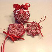Елочные игрушки ручной работы. Ярмарка Мастеров - ручная работа Игрушки на елку красно-белые. Handmade.
