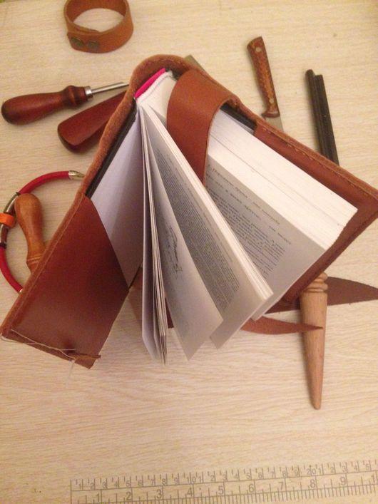 Обложки ручной работы. Ярмарка Мастеров - ручная работа. Купить Обложка для книг кожаная ручной работы. Handmade. Кожа натуральная