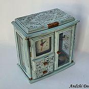 Комодик шкафчик, музыкальная шкатулка, настольные часы.