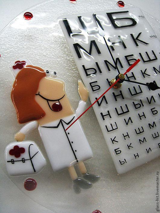 """Часы """"Офтальмолог.""""Стекло. Фьюзинг."""