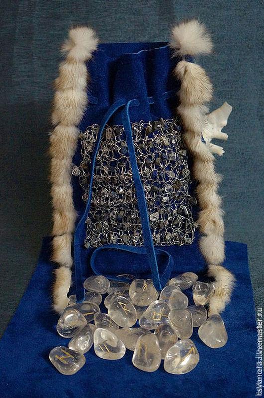 Гадания ручной работы. Ярмарка Мастеров - ручная работа. Купить Руны на горном хрустале в синем замшевом мешочке. Handmade. Синий