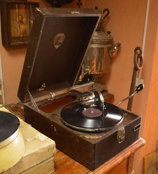 Винтажная посуда. Ярмарка Мастеров - ручная работа. Купить Переносной старинный патефон Молот стандартный. Handmade. Комбинированный, пластинки